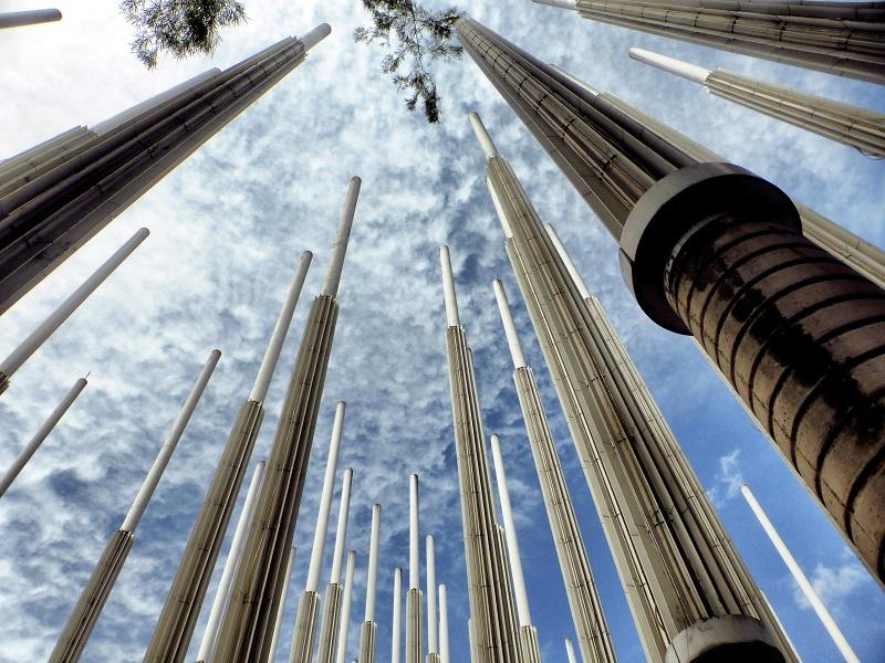 Der Parque de las Luces war früher ein Treffpunkt für Obdachlose und Drogensüchtige. Heute ist er dank seiner 300 Lichtersäulen eine Attraktion für Einheimische und Touristen.